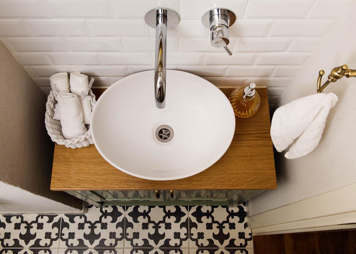 תכנון ועיצוב פנים חדרי אמבטיה ושירותים בדירה ביהוד 4